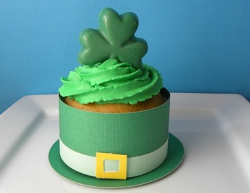 st-patricks-day-leprechaun-cupcake-craft-photo-363x280-lgerlach-010